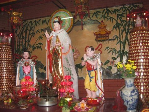 Fun things to do in Vietnam - Xa Loi Pagoda