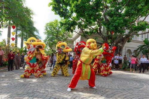 HOW TO SURVIVE VIETNAM TET HOLIDAY (Vietnamese New Year) - What To Know And How To Prepare